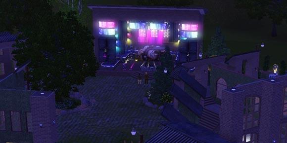 Festgelände mit Live-Show auf der Bühne der Lichtfabrik