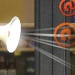 Rebellen - Schimpft mit dem Megafon über Missstände